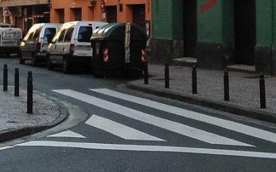#400porsentarse  – Una multa de 400€ por estar sentados en la acera